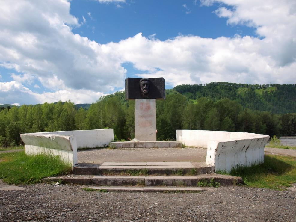 памятник на чуйском тракте